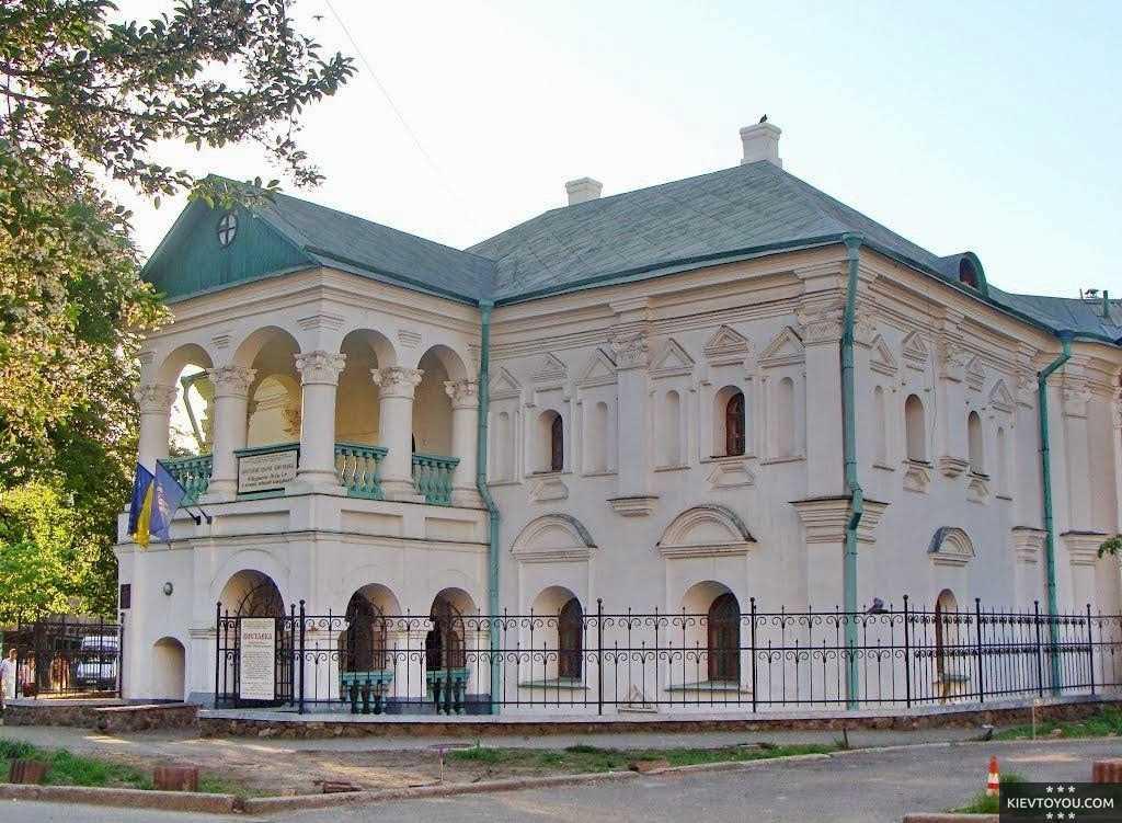 Вид на Дом Петра Первого в Киеве, современная фотография