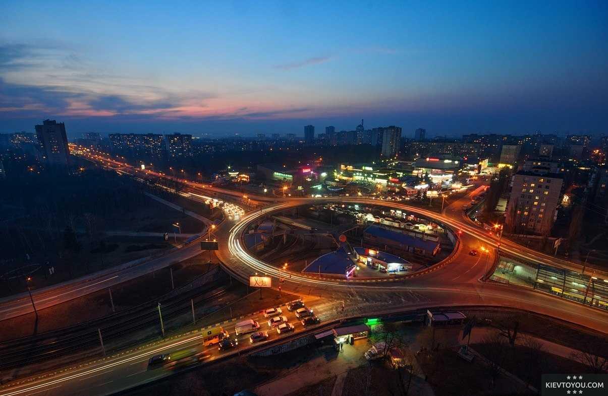 Ночная фотография Борщаговки в Киеве