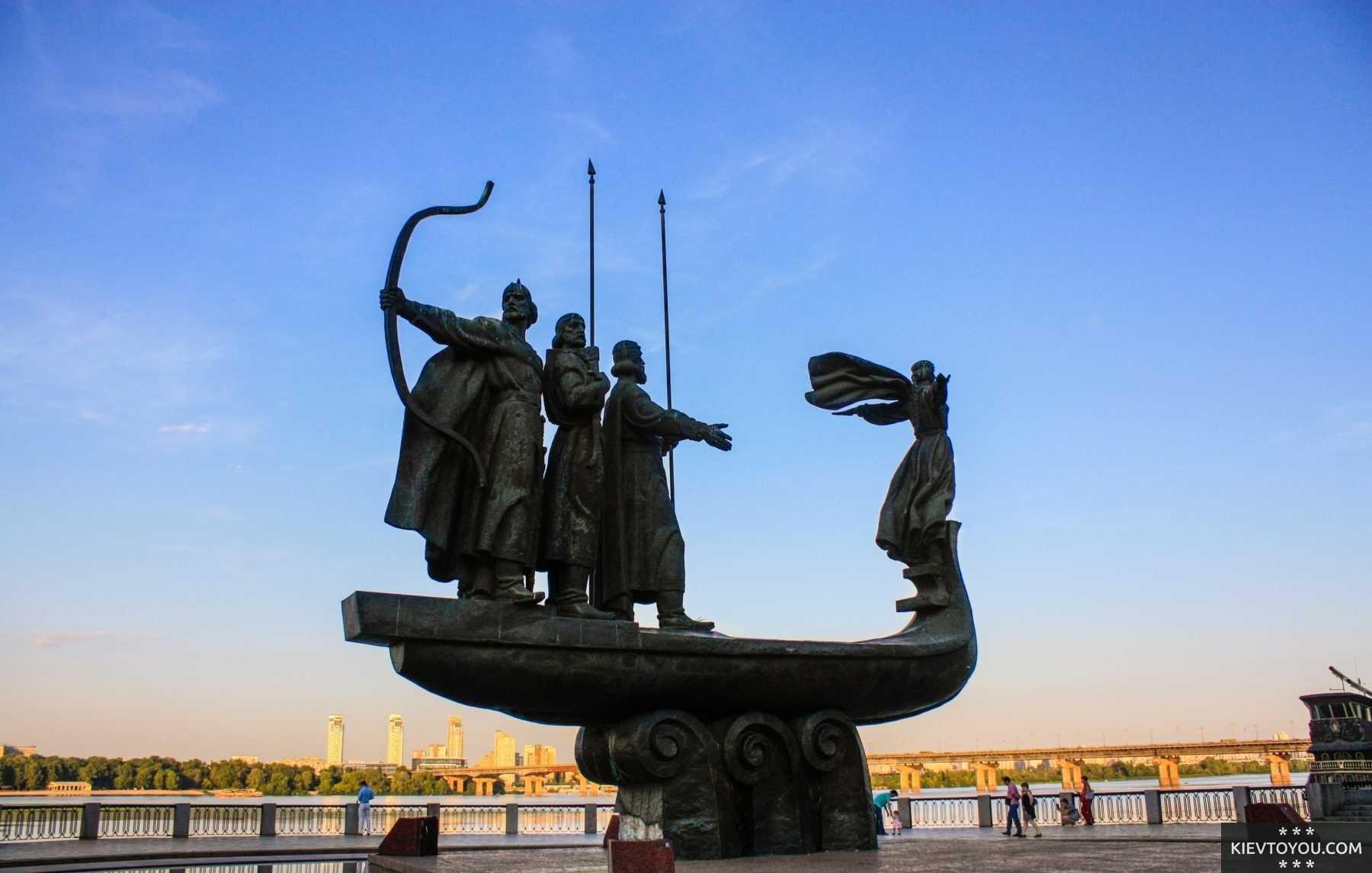 Решаем, какие памятники Киева посмотреть в первую очередь