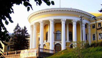 Здание бывшего Института благородных девиц в Киеве