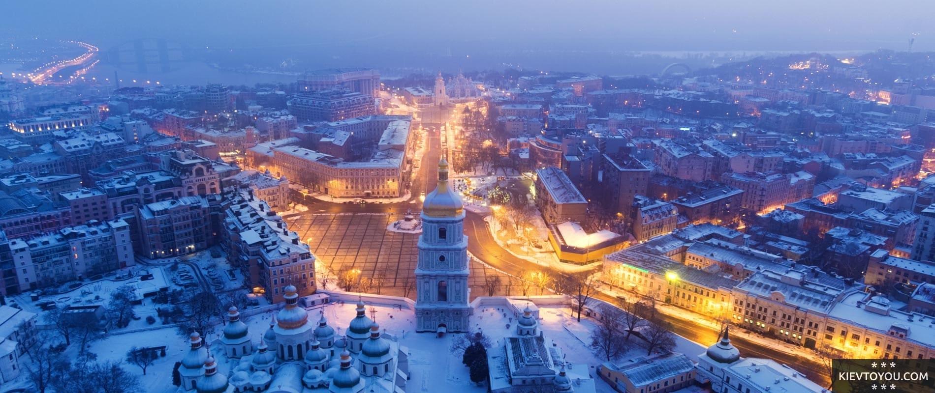 Вид на Софийскую колокольню в Киеве зимой