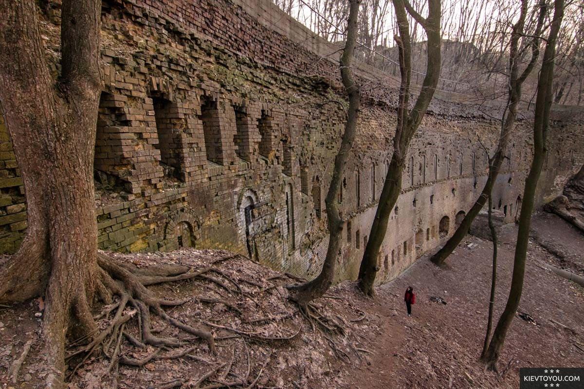 Крепостная стена, около которой расположен Зеленый театр в Киеве