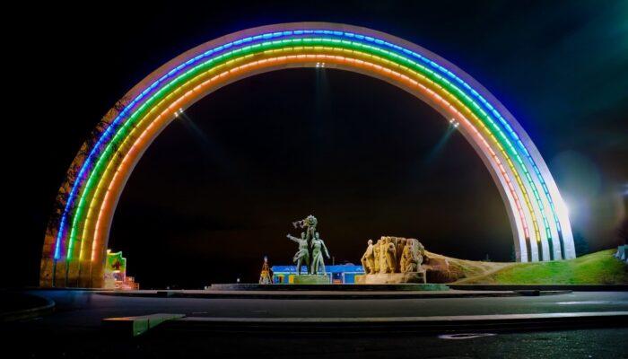 Вид на Арку Дружбы народов ночью